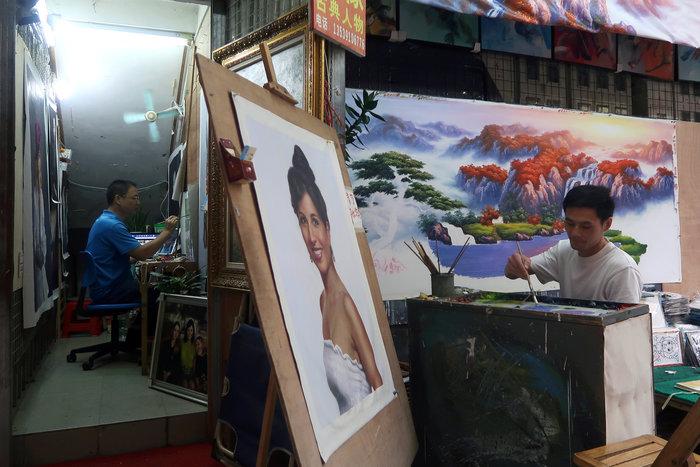 Το καλλιτεχνικό χωριό που ειδικεύεται να αντιγράφει αριστουργήματα - εικόνα 5