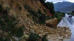 Νέες κατολισθήσεις στο Πλωμάρι από τις έντονες βροχοπτώσεις