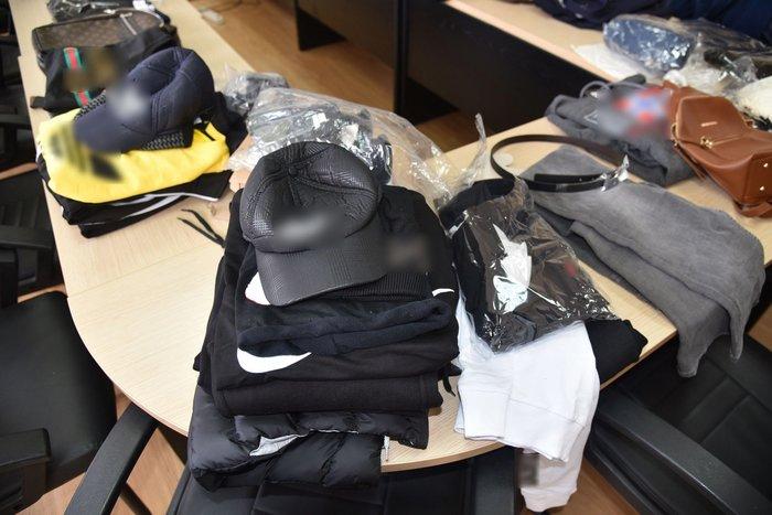Αστυνομικοί και τελωνειακοί σε κυκλώματα προϊόντων «μαϊμού»  3991ae9a00b
