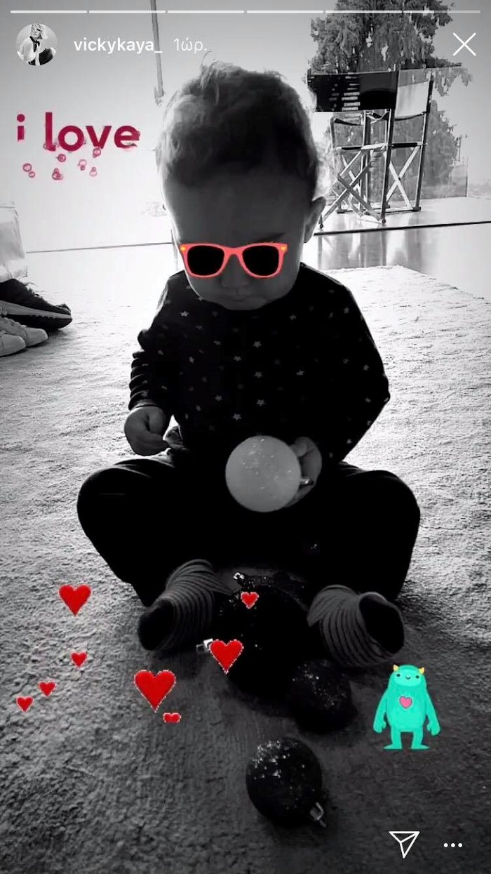 Βίκυ Καγιά: Φωτογραφίζει τον 11 μηνών γιο της με χριστουγεννιάτικα στολίδια
