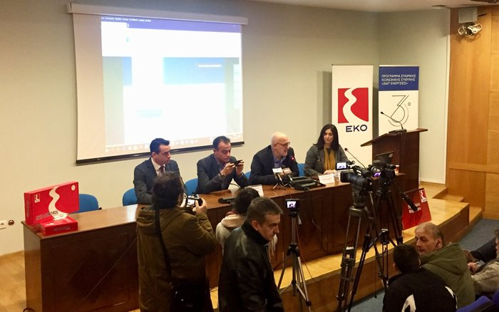 (Από αριστερά), ο Δ/ντής Marketing Εμπορίας κ. Σωτήρης Αναστασιάδης, ο Περιφερειάρχης Δυτικής Μακεδονίας κ. Θεόδωρος Καρυπίδης, ο Διευθυντής Εταιρικών Σχέσεων του Ομίλου ΕΛΠΕ κ. Γιάννης Κορωναίος και δίπλα του η κα Γεωργία Δημητροπούλου από τη Δ/νση Εταιρικής Κοινωνικής Ευθύνης του Ομίλου, κατά τη διάρκεια της Συνέντευξης Τύπου
