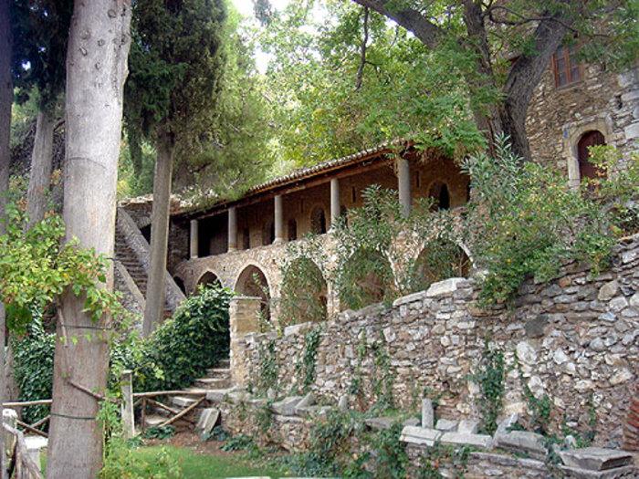 Τα κελιά των μοναχών της Μονής Καισαριανής