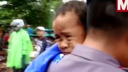 Η στιγμή που ο 5χρονος Άλι ανασύρεται ζωντανός στην Ινδονησία (βίντεο)