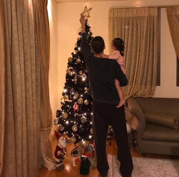Χριστούγεννα στα στολισμένα σπίτια των Ελλήνων celebrities (εικόνες) - εικόνα 7