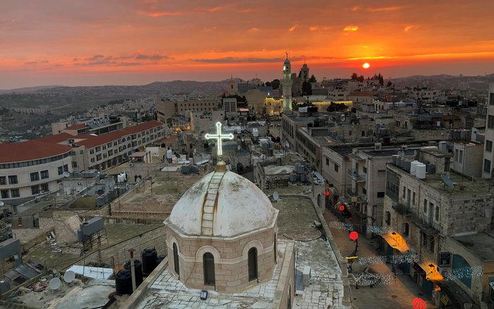 Χιλιάδες πιστοί απ' όλον τον κόσμο συρρέουν στη Βηθλεέμ - εικόνα 4