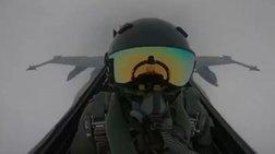 Η στιγμή που κεραυνός χτυπά μαχητικό αεροσκάφος του Κουβέιτ (βίντεο)