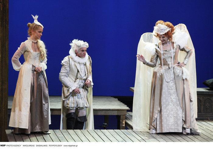 Βασίλης Χαραλαμπόπουλος: Τι κάνει η βασίλισσα Ελισσάβετ όταν βαριέται;