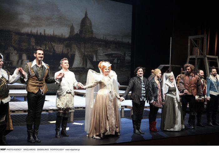 Βασίλης Χαραλαμπόπουλος: Τι κάνει η βασίλισσα Ελισσάβετ όταν βαριέται; - εικόνα 3