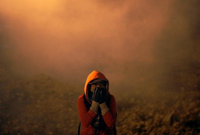 Πνίγηκε στα δακρυγόνα η προσπάθεια μεταναστών να μπουν στις ΗΠΑ (φωτό)