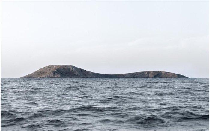 Νησιά και βραχονησίδες αναδύονται από τη θάλασσα. Εκθεση φωτογραφίας - εικόνα 3