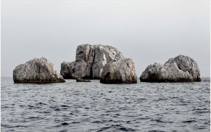 Νησιά και βραχονησίδες αναδύονται από τη θάλασσα. Εκθεση φωτογραφίας - εικόνα 5