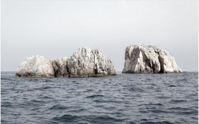 Νησιά και βραχονησίδες αναδύονται από τη θάλασσα. Εκθεση φωτογραφίας - εικόνα 6