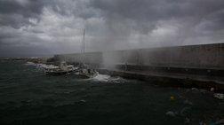 Πρόβλημα με πλοίο έξω από την Άνδρο-Επιστρέφει στη Ραφήνα