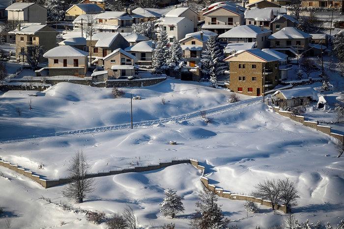Σε κατάσταση έκτακτης ανάγκης αρκετοί δήμοι - Στα λευκά η χώρα - εικόνα 9