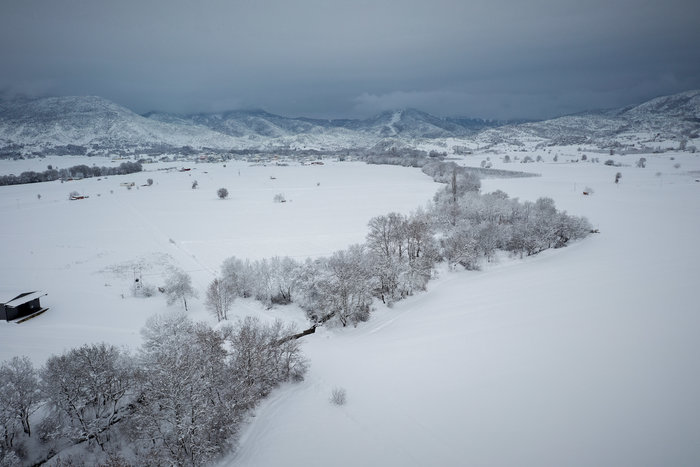 Σε κατάσταση έκτακτης ανάγκης αρκετοί δήμοι - Στα λευκά η χώρα - εικόνα 10
