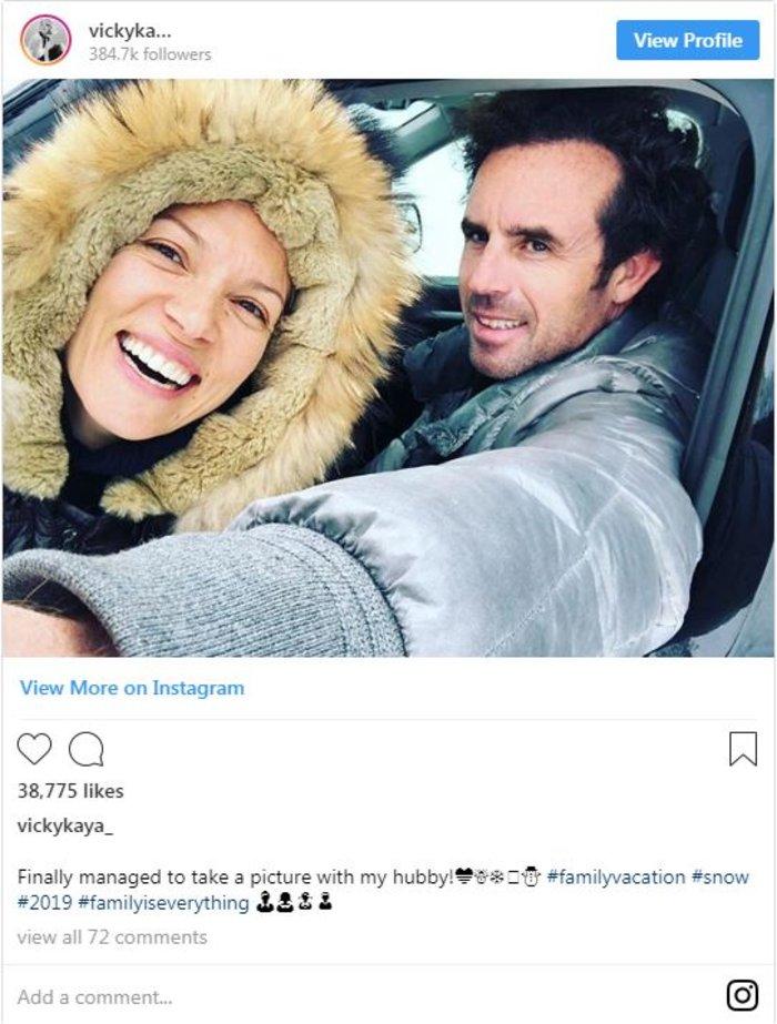 Βίκυ Καγιά: Oι selfies με τον σύζυγό της στα χιόνια