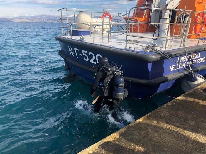 Χάθηκε ο σταυρός στο παλιό λιμάνι της Κέρκυρας-τον βρήκε δύτης - εικόνα 2