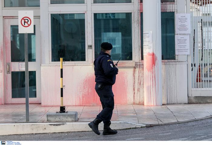 Επίθεση του Ρουβίκωνα με μπογιές στην αμερικανική πρεσβεία (φωτό) - εικόνα 3