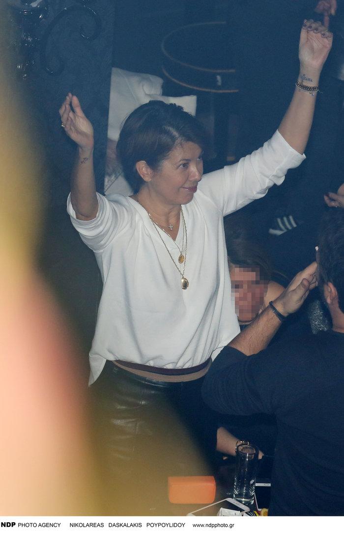 Σοφία Αλιμπέρτη: Ανανεωμένη σε σπάνια βραδινή έξοδο στην Αθήνα με νέο look - εικόνα 3