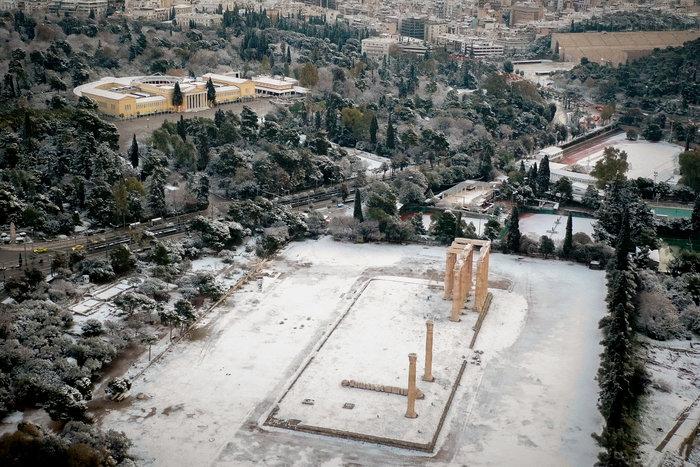 Η Ακρόπολη στα «λευκά» από ψηλά - εικόνα 3