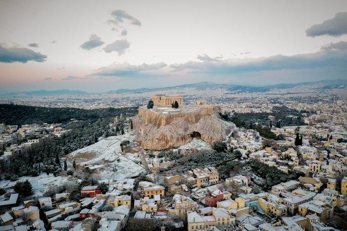 Η Ακρόπολη στα «λευκά» από ψηλά - εικόνα 4