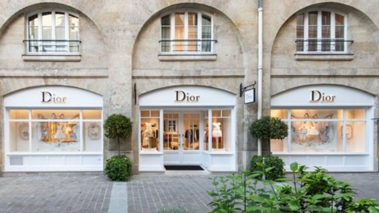 c06f430bb8 Dior  Μεταθέτει το ντεφιλέ του λόγω των
