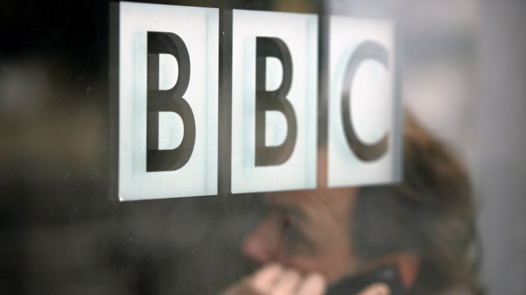 mosxa-to-bbc-propagandizei-theseis-diethnwn-tromokratikwn-organwsewn