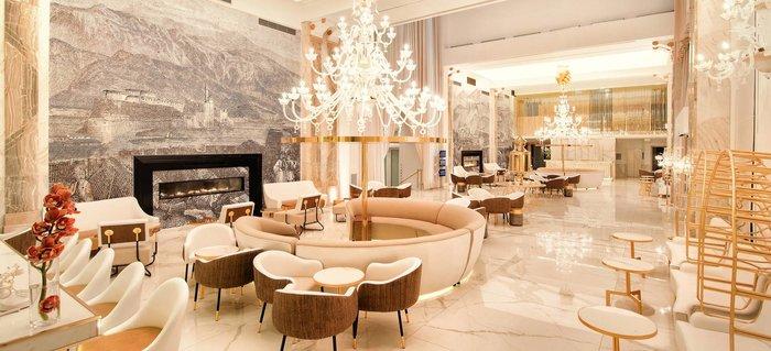Το lobby του Epirus Palace Hotel με το ξεχωριστό του design, έχει γίνει το hot spot των συναντήσεων της πόλης