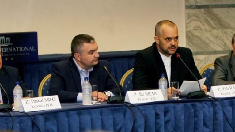 politiki-krisi-stin-albania-me-fonto-ta-sunora-kosobou-serbias