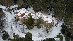 Εντυπωσιακά πλάνα από τα χιονισμένα ανάκτορα στο Τατόι [video drone]