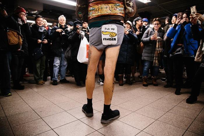 "No Pants Subway Ride: Στο μετρό με τα εσώρουχα- Ο ""θεσμός"" έγινε 14 χρονών - εικόνα 2"