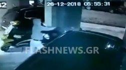 Νεαρός επιτέθηκε και έδειρε γυναίκα στα Χανιά (βίντεο)