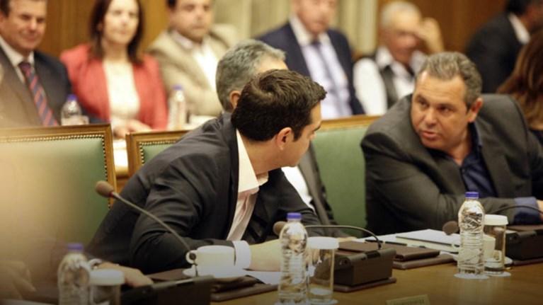 le-monde-o-tsipras-epwfelithike-apo-tin-apoxwrisi-kammenou