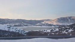 Η λίμνη Σμοκόβου παγωμένη και μαγευτική (βίντεο)
