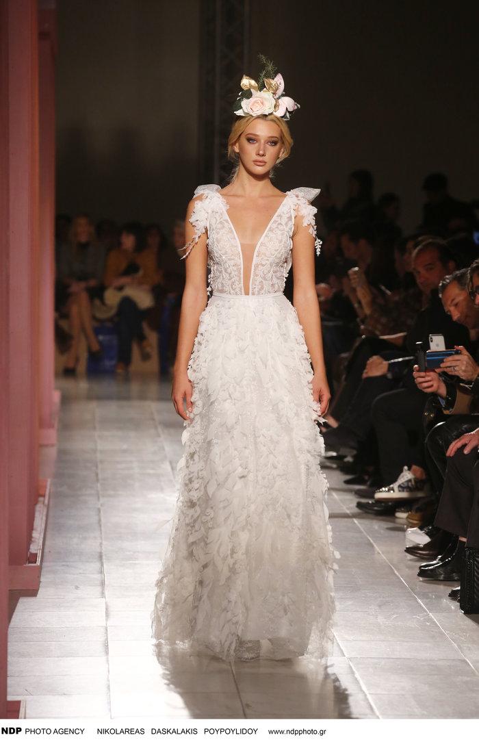 Αγνώριστη η Όλγα Φαρμάκη στο Bridal Fashion Week [Εικόνες]