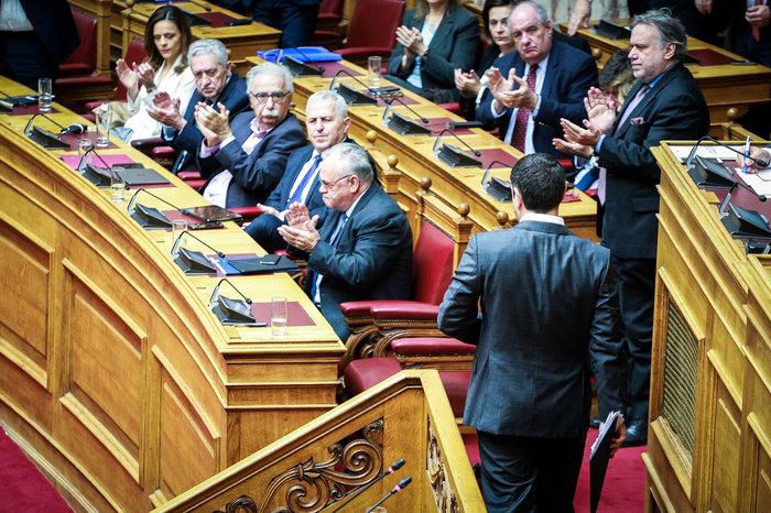 Αγρια κόντρα στη Βουλή για ψήφο εμπιστοσύνης, Αποστολάκη και Πρέσπες - εικόνα 4