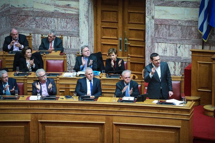 Αγρια κόντρα στη Βουλή για ψήφο εμπιστοσύνης, Αποστολάκη και Πρέσπες - εικόνα 7