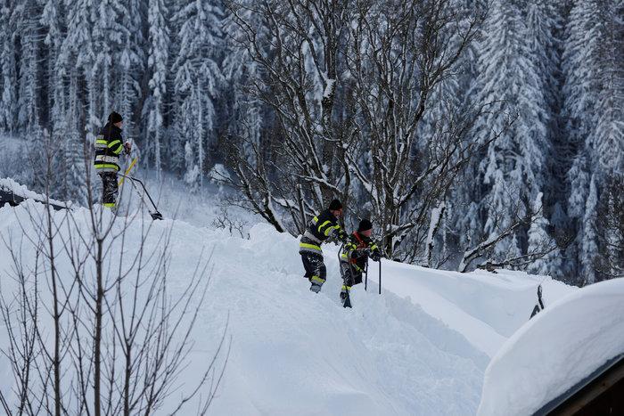 Χιονοστιβάδα καταπλάκωσε ξενοδοχείο στην Αυστρία - Eικόνες