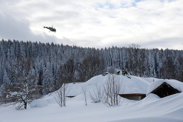 Χιονοστιβάδα καταπλάκωσε ξενοδοχείο στην Αυστρία - Eικόνες - εικόνα 2