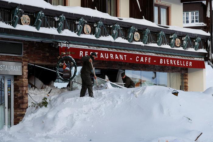 Χιονοστιβάδα καταπλάκωσε ξενοδοχείο στην Αυστρία - Eικόνες - εικόνα 3