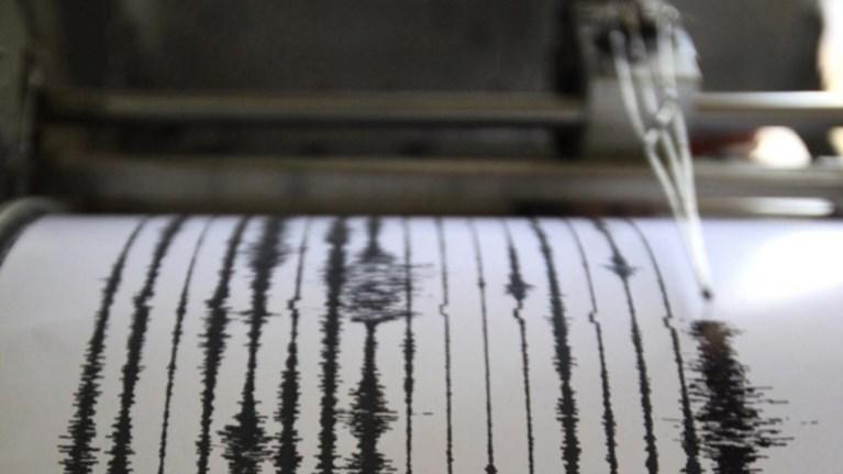 banouatou-seismiki-donisi-66-bathmwn-den-uparxei-kindunos-gia-tsounami