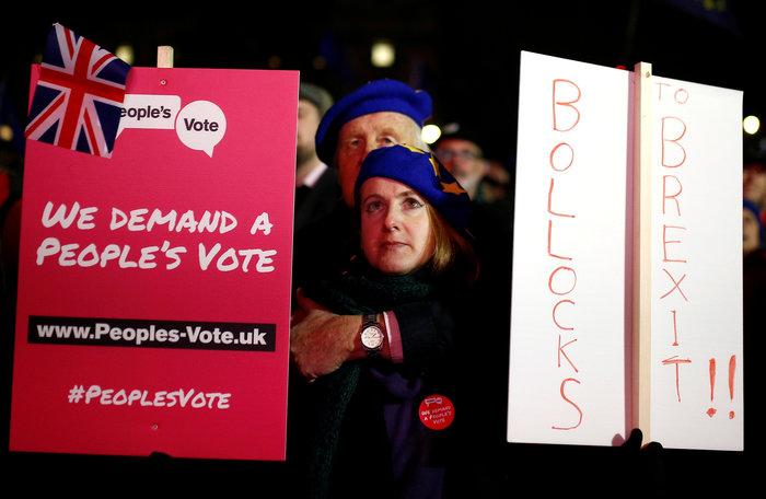 Ψήφος εμπιστοσύνης στη Μέι και σχέδιο αναβολής του Brexit