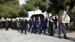 Θλίψη στην κηδεία του αγαπημένου ηθοποιού Τρύφωνα Καρατζά