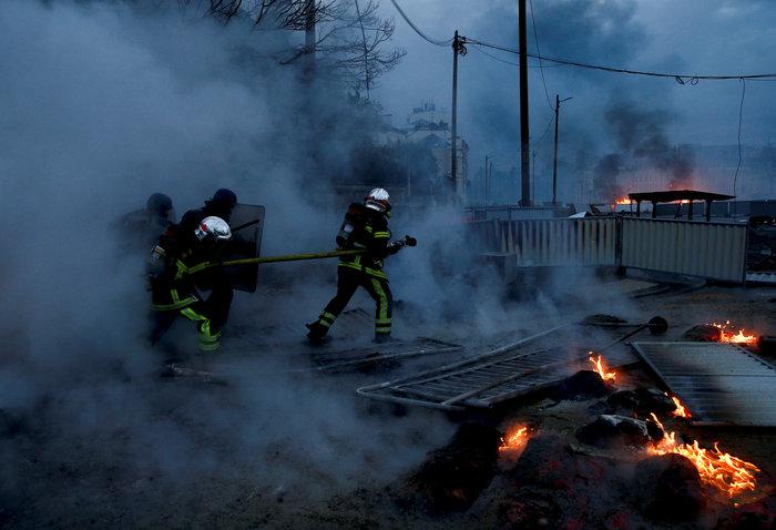"""Συγκρούσεις ξέσπασαν στη διαδήλωση των """"κίτρινων"""" γιλέκων στο Παρίσι - εικόνα 2"""