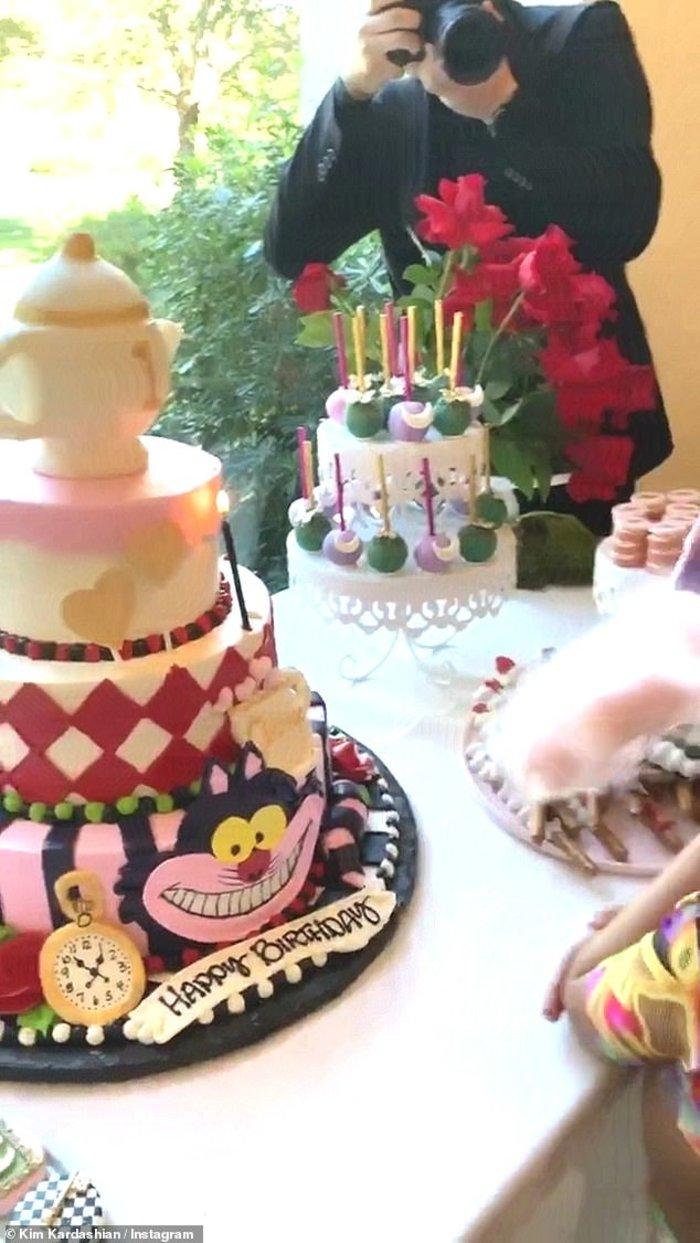 Ντίσνεϊλαντ η έπαυλη της οικογένειας Καρντάσιαν για τα γενέθλια της Chicago - εικόνα 4