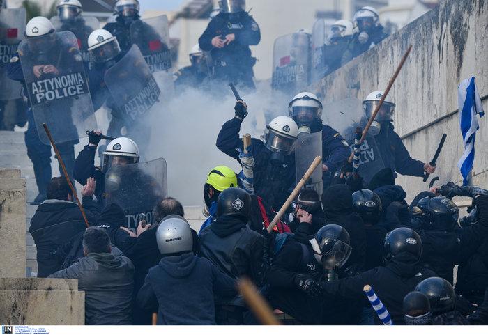 Άγρια επεισόδια, χημικά, συλλήψεις και σφοδρή πολιτική κόντρα - εικόνα 5