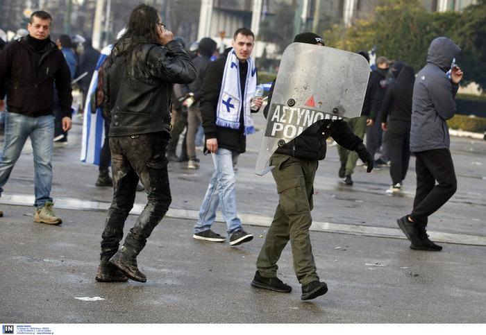Άγρια επεισόδια, χημικά, συλλήψεις και σφοδρή πολιτική κόντρα - εικόνα 6