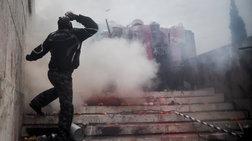 Ξεμένει από δακρυγόνα η ΕΛΑΣ - Καλύτερα εξοπλισμένοι οι διαδηλωτές