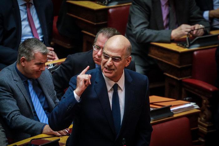 Βίντεο: Η σπάνια στιγμή που ΣΥΡΙΖΑ και ΝΔ χειροκροτούν αλλήλους στη Βουλή