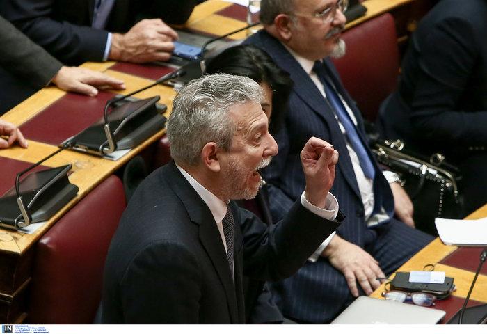 Βίντεο: Η σπάνια στιγμή που ΣΥΡΙΖΑ και ΝΔ χειροκροτούν αλλήλους στη Βουλή - εικόνα 2
